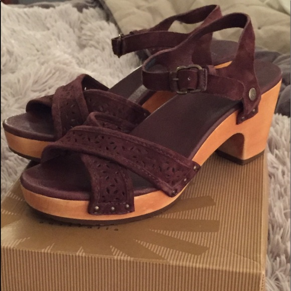 57d13b4a17c UGG Choloate Luella sandal